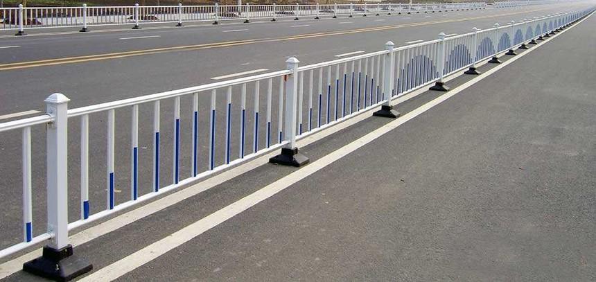 为什么交通护栏在同护栏行业这么广泛?