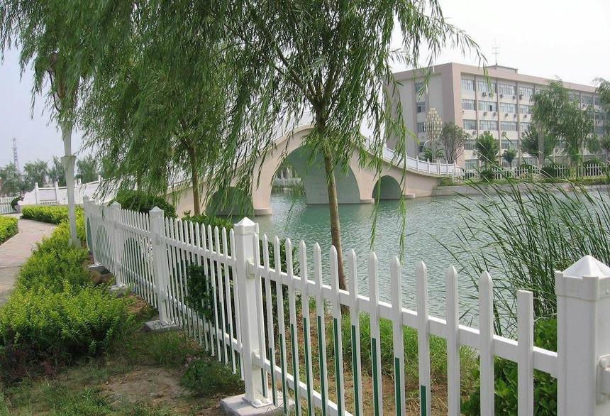 pvc护栏与常见的围栏有什么相似与不同之处?下面见分晓