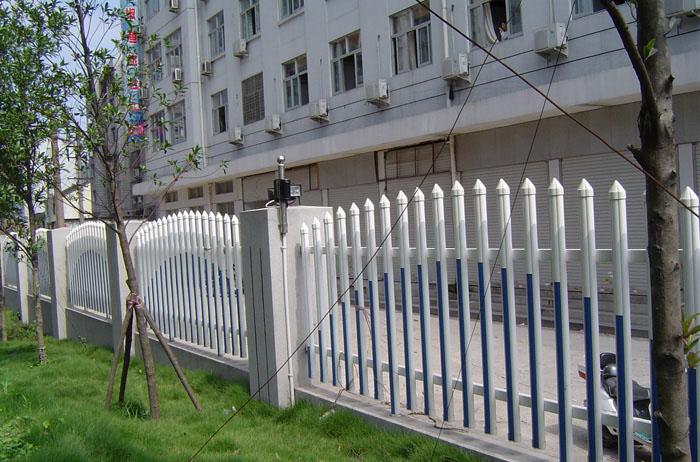 PVC草坪护栏草坪的忠实保卫者