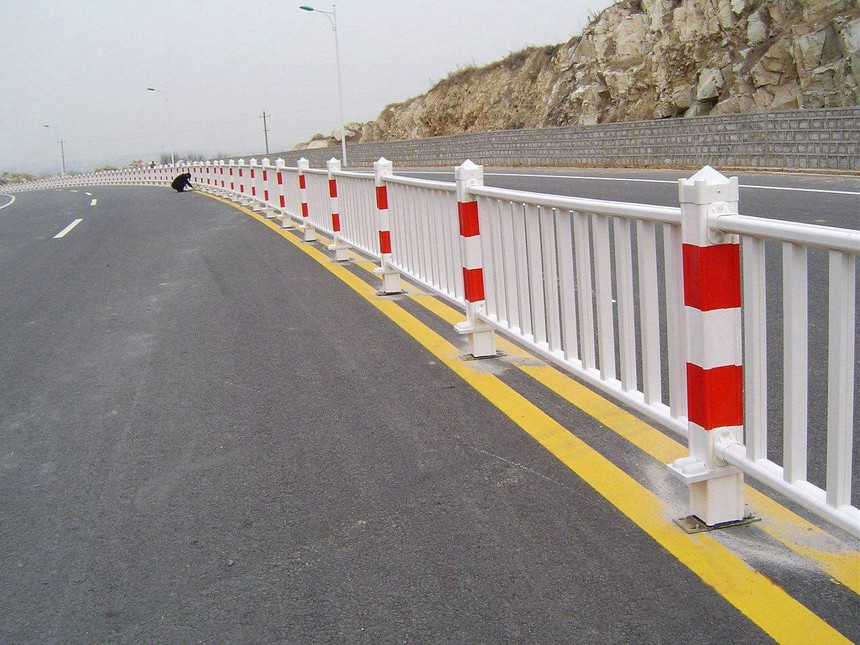 高速道路护栏