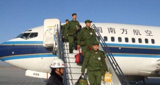 全军新老兵航空运输