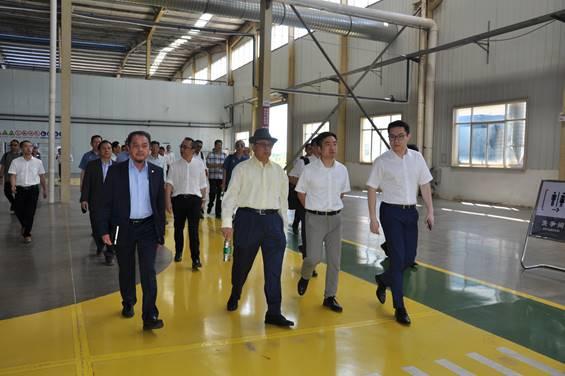 马来西亚政府代表团考察爱博下载交通(永修)智轨车生产运营基地