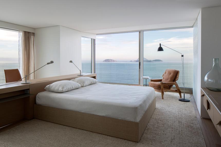 rs-apartment-studio-arthur-casas-interiors-residential-rio-de-janeiro-brazil_dezeen_2364_col_44.jpg