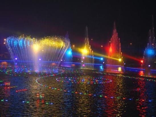 2.5 露天音乐喷泉-夜景5.JPG