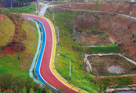 彩色沥青混凝土路面额度特点