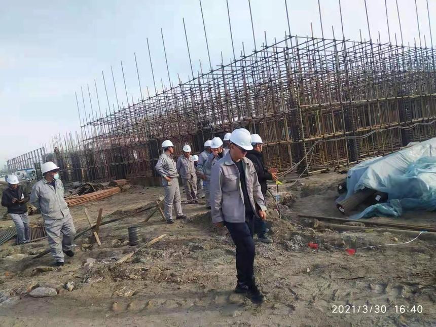 盘锦宝来石化1.5期项目-项目管理人员现场巡检.jpg