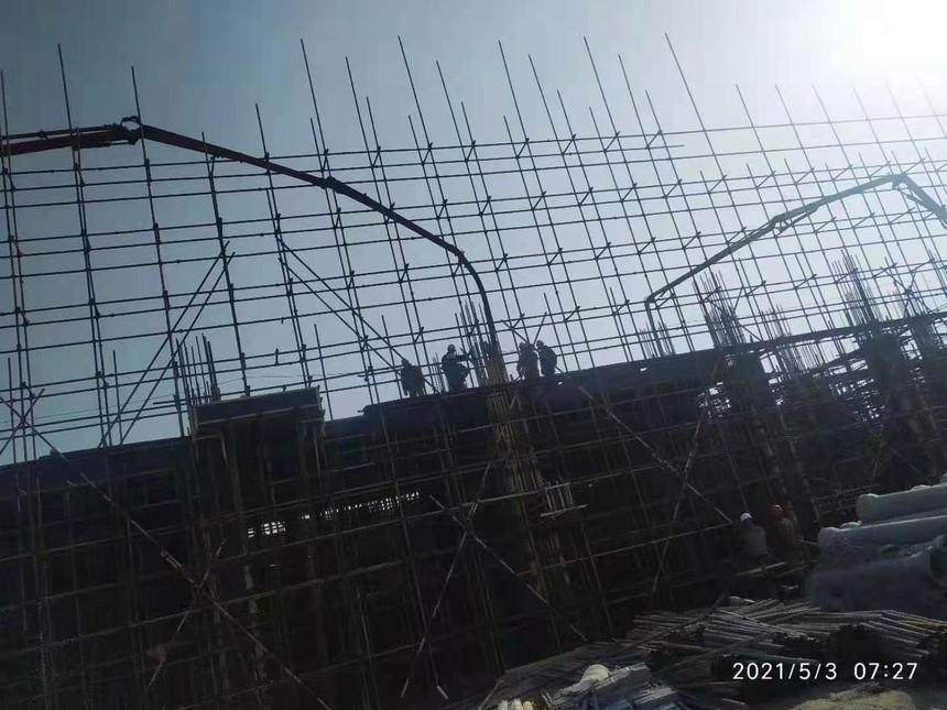 盘锦宝来石化1.5期项目-厂房一六到十三轴框架柱楼梯二级平台砼浇筑.jpg