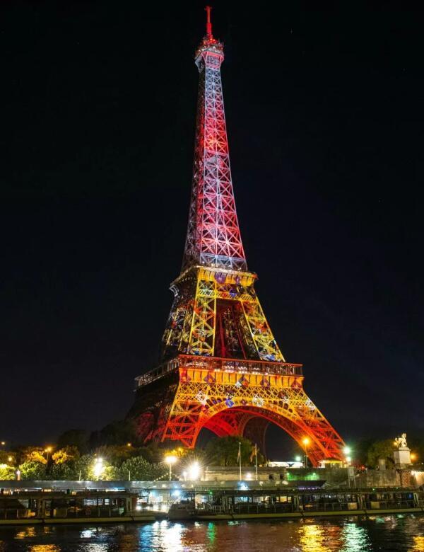 埃菲尔铁塔灯光秀