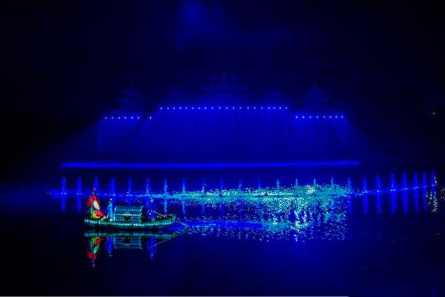 光与影巧妙结合—玉黛湖沉浸式光影秀