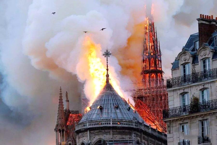 巴黎圣母院着火