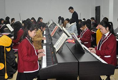成都幼师学校钢琴房