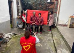 霍山县:志愿者敬老爱老迎重阳