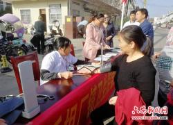 金安区毛坦厂镇开展重阳节老年人义诊活动