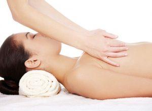 在家为女性理疗师提供按摩spa服务