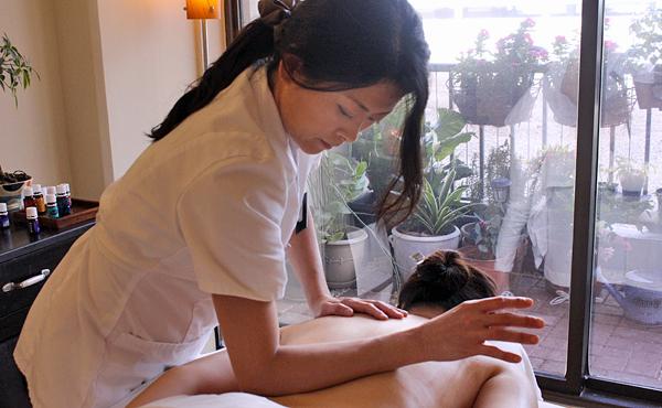 武汉spa会所技师给客人做精油spa按摩