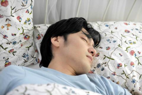 睡觉时脖子痛是怎么回事
