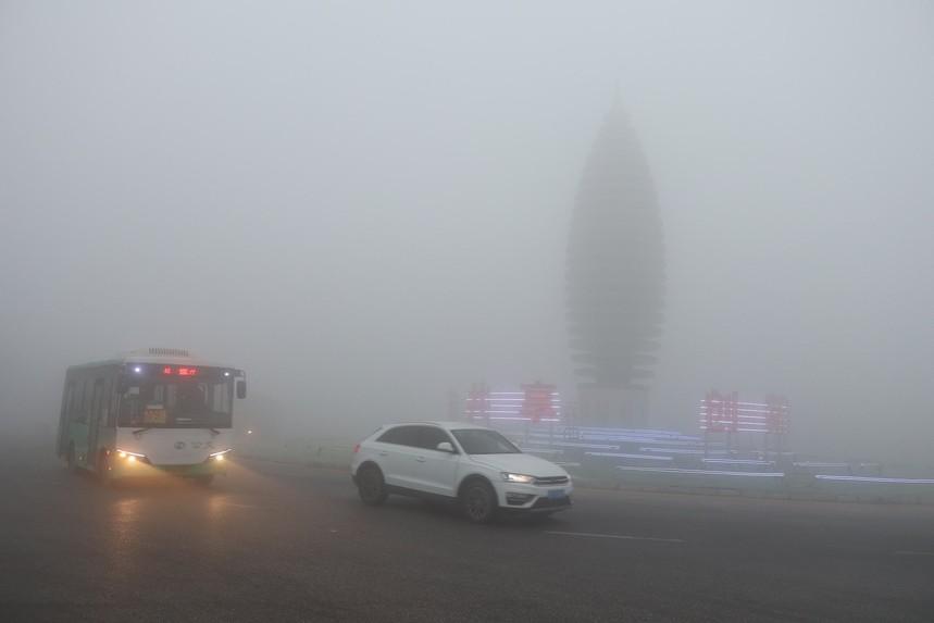 天津大件运输雾天行车注意事项