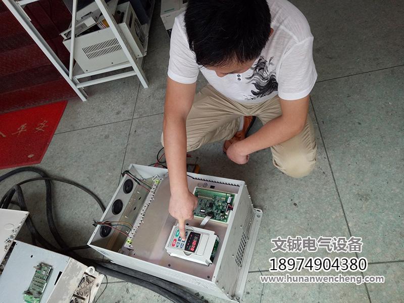 变频器维修现场1.jpg