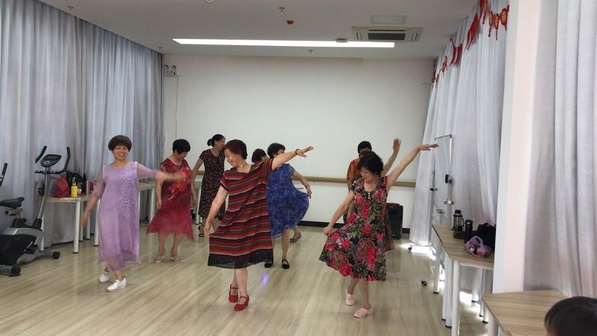 社区歌舞团演练.jpg