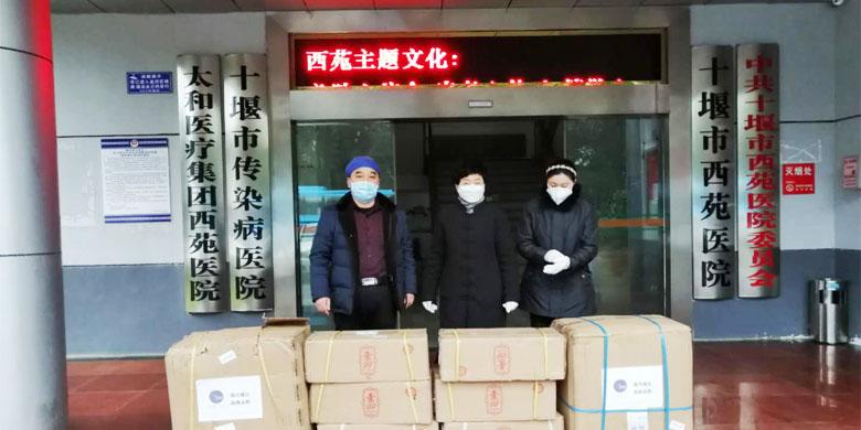 协会领导亲自运送医用防护物资