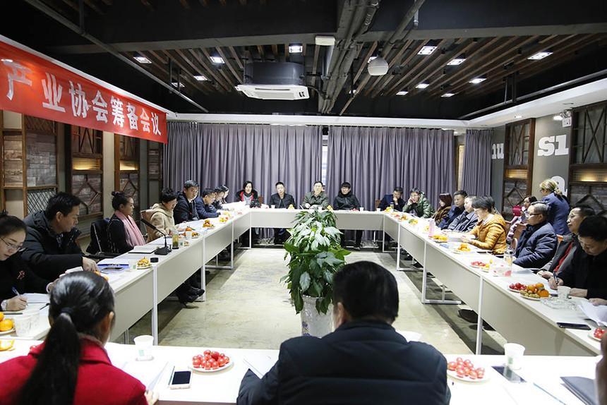 3、2018年12月18日,协会筹备组召开会议,讨论制定协会章程和选举办法.jpg