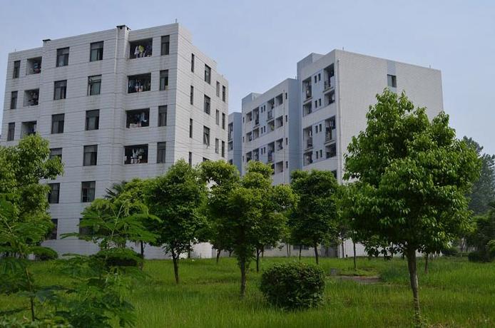 中国五冶高级技工学校寝室环境