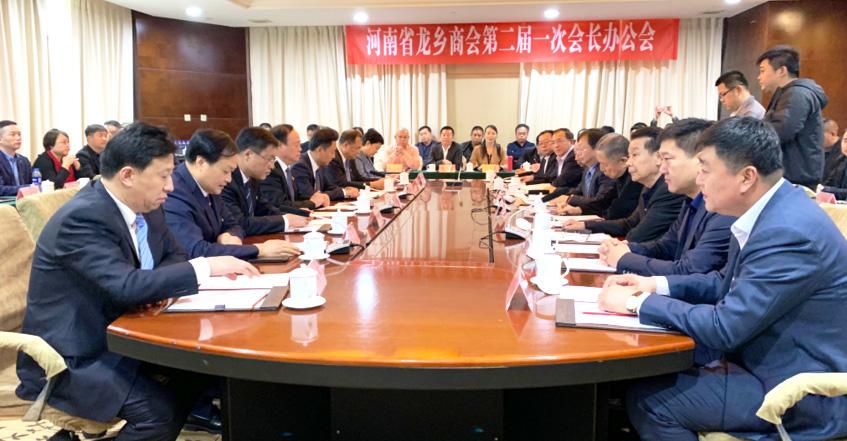 濮阳市委书记宋殿宇、市长杨青玖在郑看望河南省龙乡商会企业代表