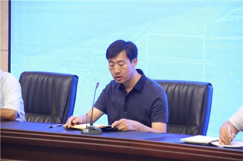 图3-副校长鹿建永对本学期工作作安排部署.JPG