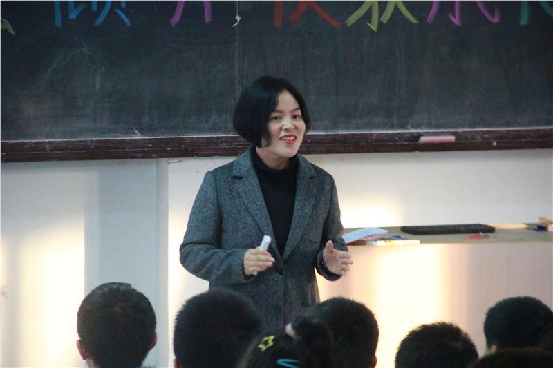 0薛盼盼老师上课2.JPG