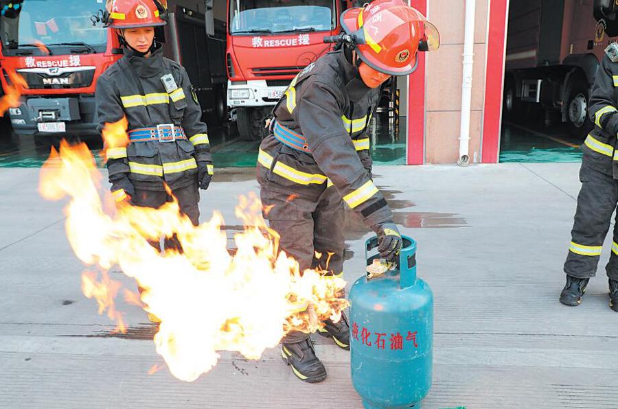 煤气罐着火先关阀门会回火爆炸?消防实验击破谣言