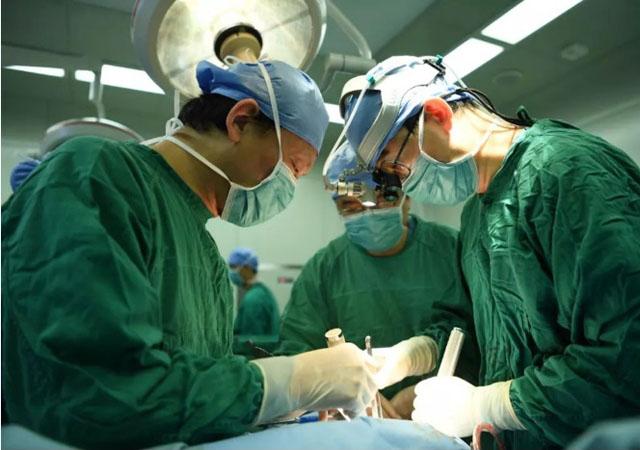 北医三院医生胸骨手术1.jpg