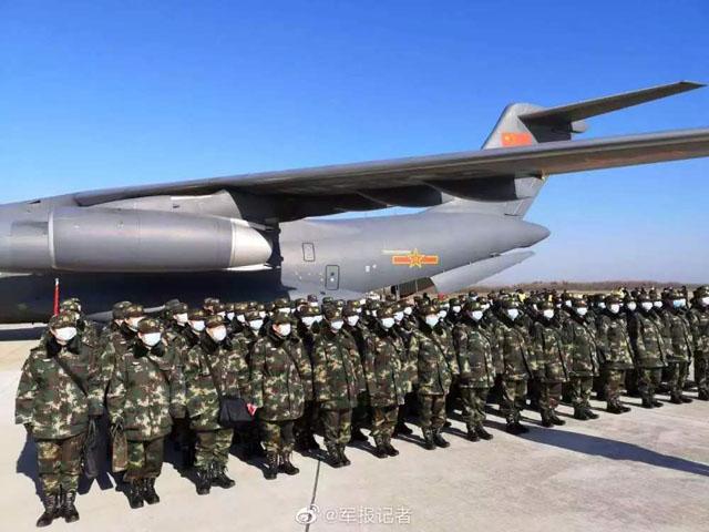 胖妞-运-20等多型运输机陆续抵达武汉天河机场1.jpg