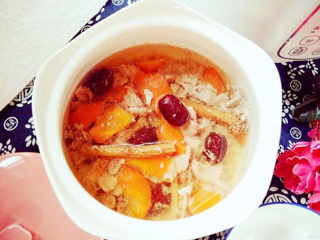 胡萝卜炖瘦肉汤01.jpg