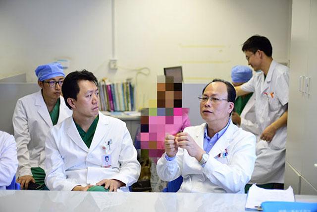 骨科专家讨论手术方案.jpg