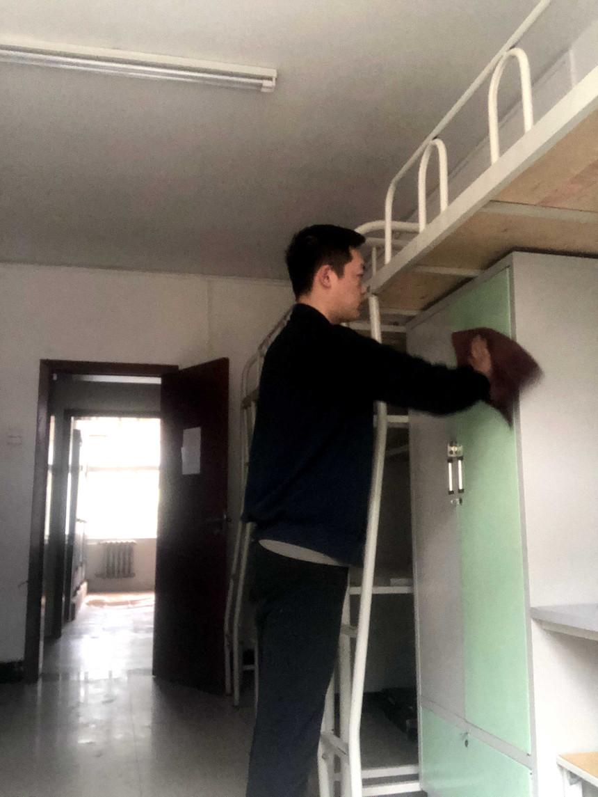 打扫学生宿舍.JPG
