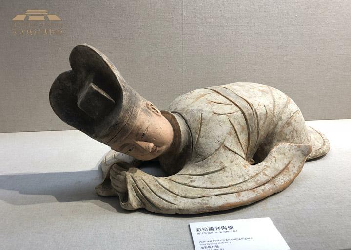 甘肃天水成纪博物馆-张有平-彩绘跪拜俑.jpg