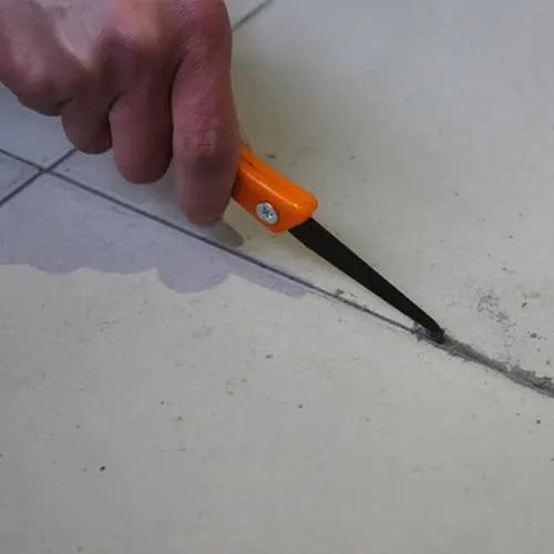 做美缝前,如何给瓷砖清缝.jpg