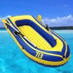 黄色充气船