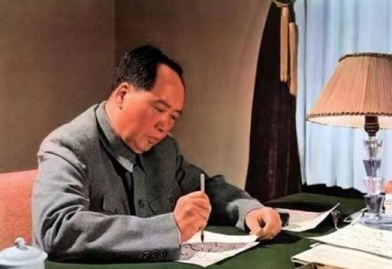 工科集团党委开展缅怀活动 —纪念毛主席逝世45周年