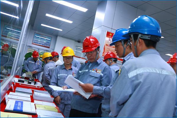 董事长薛卫东在热电分厂观摩指导精细化管理工作