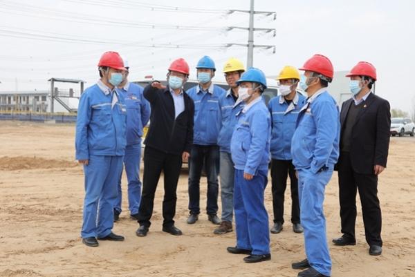 亚博手机网页版党委书记、董事长薛卫东在神木电石检查指导工作