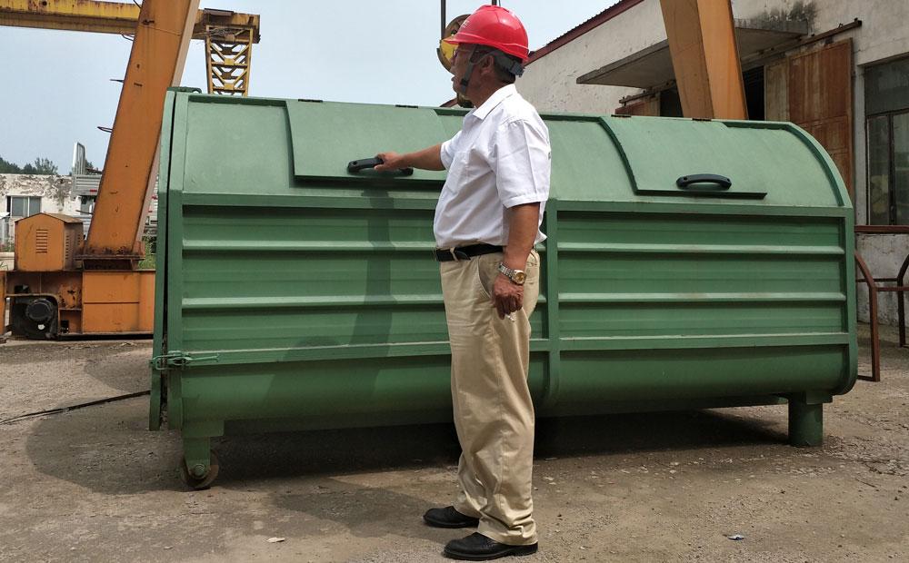7.5立方车厢移动式垃圾箱