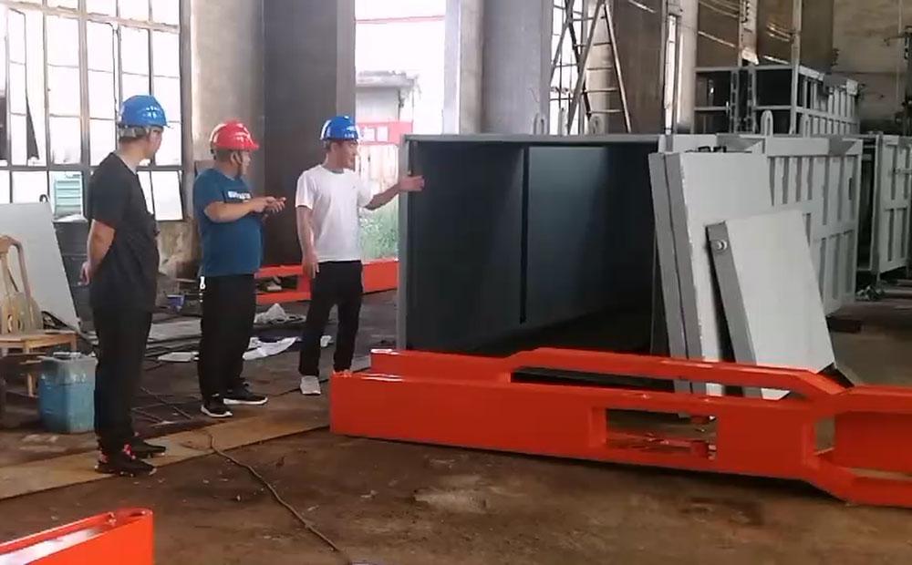 南阳客户考察德隆重工地埋式垃圾压缩站设备