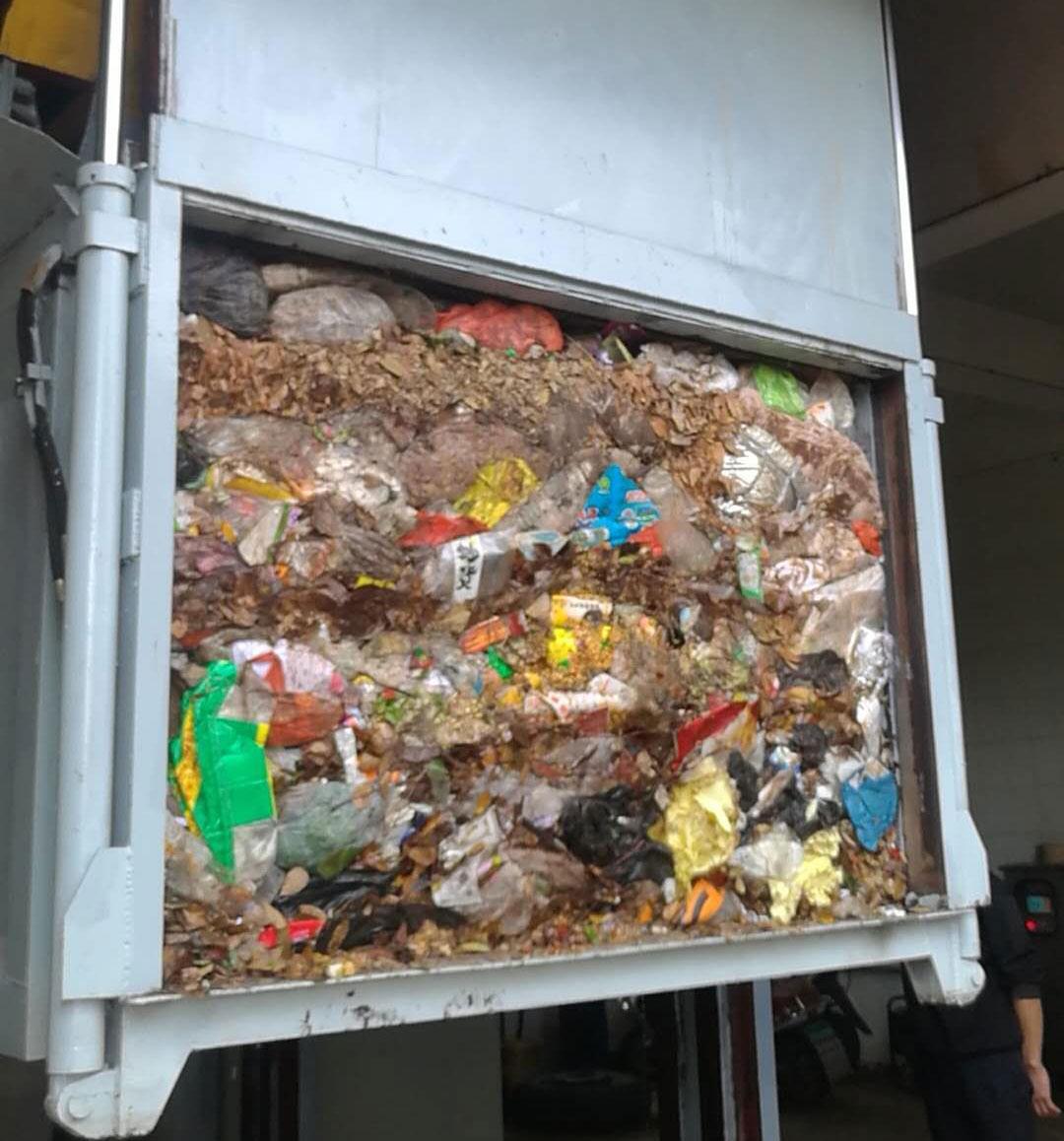 垂直式垃圾压缩机压缩后的垃圾状态