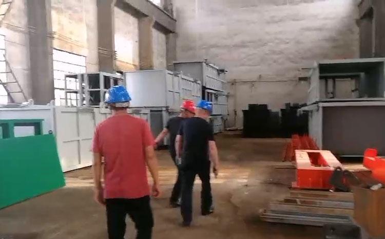 内蒙古客户来企业考察垃圾压缩站设备