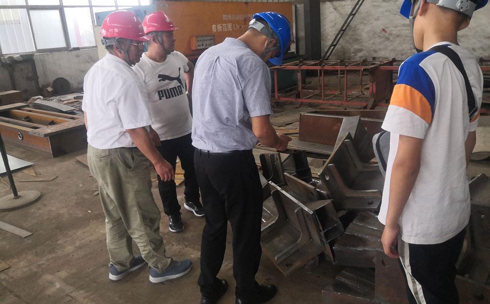 安徽客户来厂考察垃圾转运站设备