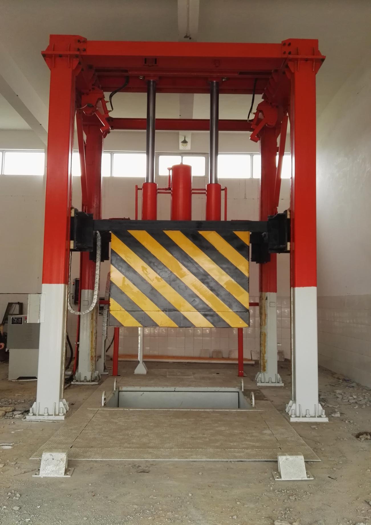 三缸四柱垂直式垃圾中转压缩设备