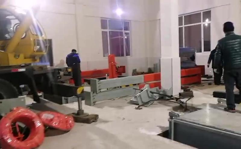 垂直式垃圾压缩机在东北沈阳安装现场