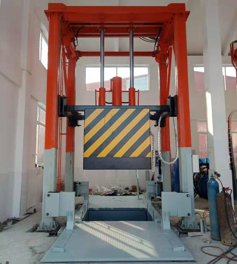 沈阳现场的垂直式垃圾压缩机已经安装完毕