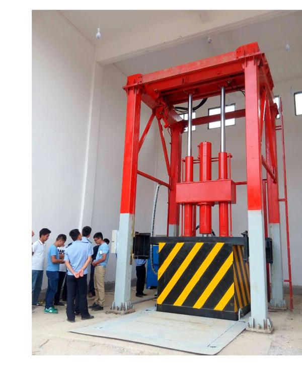 三缸四柱垂直式垃圾压缩站